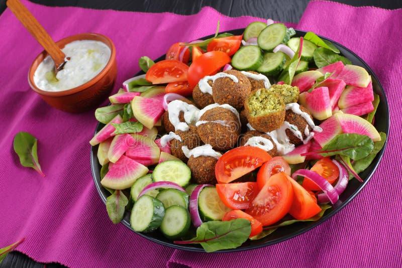 沙拉三明治球用希腊酸奶调味汁 免版税库存图片