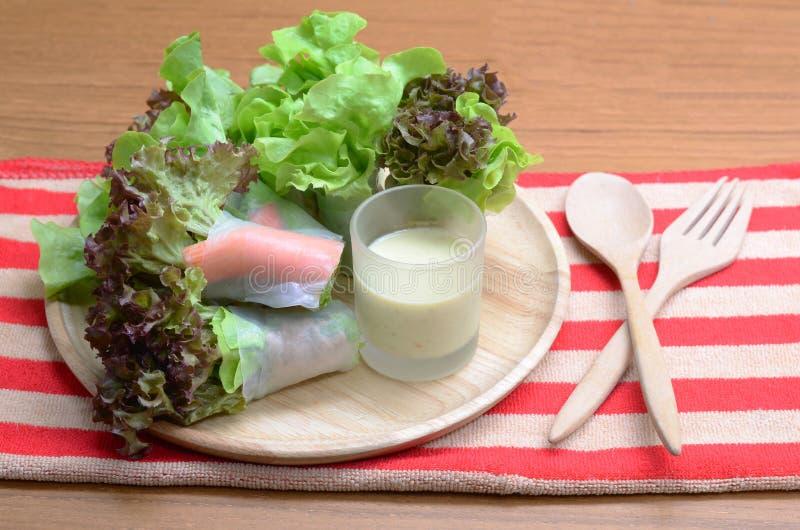 沙拉卷菜和螃蟹忠心于色拉调味品 库存照片