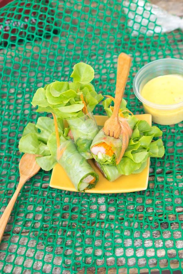 沙拉卷菜和螃蟹棍子 库存图片
