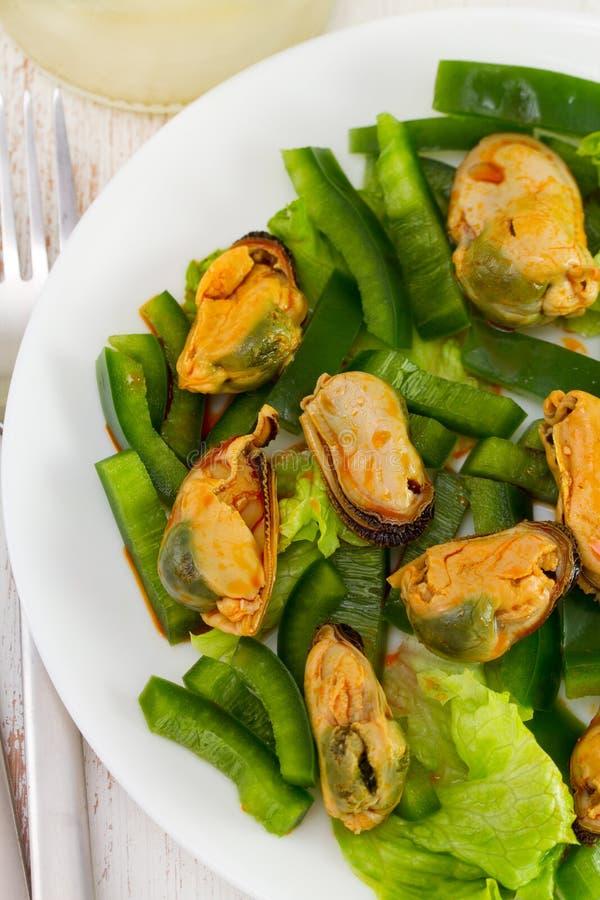 Download 沙拉用海鲜和青椒 库存照片. 图片 包括有 没人, 午餐, 苹果酱, 食物, 调味汁, 胡椒, 海鲜, 准备 - 30334882