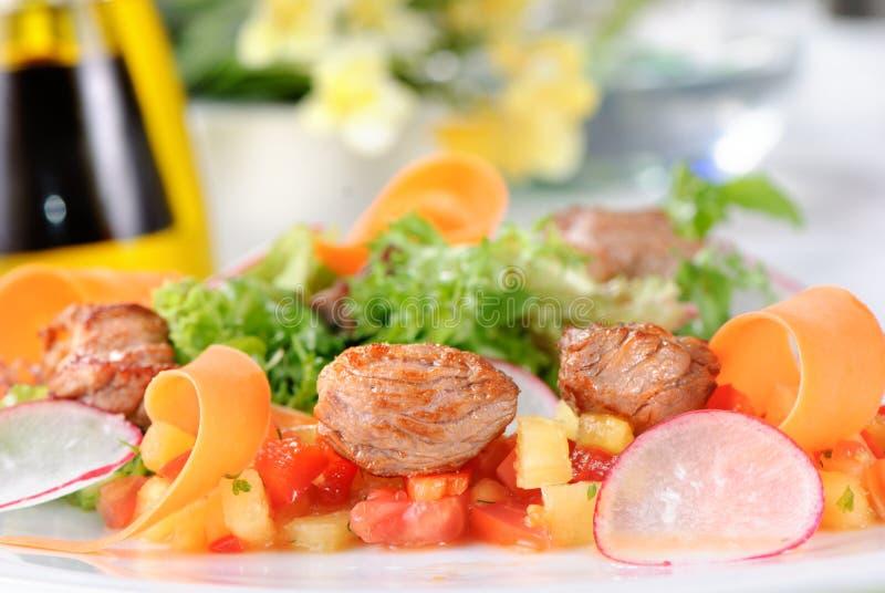 沙拉用肉和蔬菜 图库摄影