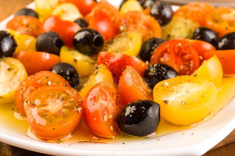 沙拉用西红柿和橄榄 库存照片
