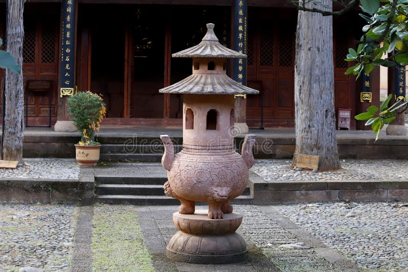 沙溪村庄的寺庙的内部  这个镇大概是古老茶ro的最原封的马有蓬卡车镇 免版税库存照片