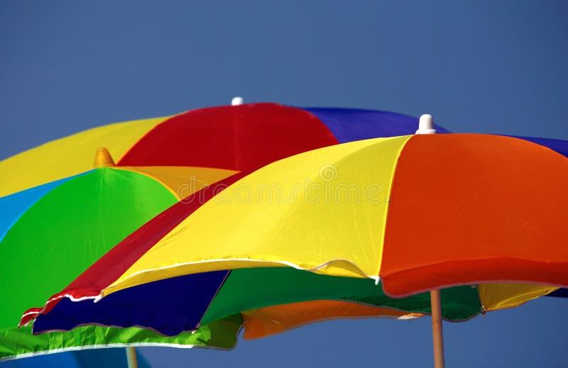 Download 沙滩伞 库存照片. 图片 包括有 树荫, 镶边, 橙色, 蓝色, 热带, 绿色, 天空, 黄色, 遮阳伞, 保护 - 186050