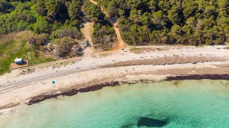 沙滩和透明的水壮观的空中海风景  免版税库存照片
