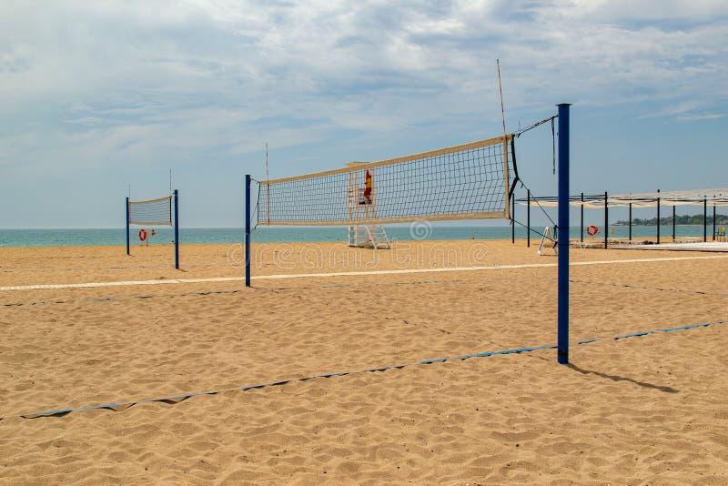沙滩排球 在海滩的排球场 免版税库存照片