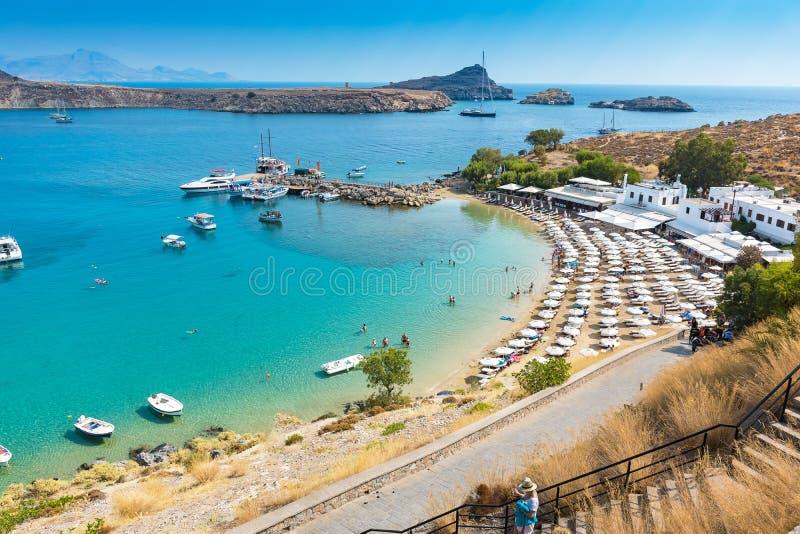 沙滩看法在Lindos罗得岛,希腊海湾的  库存图片