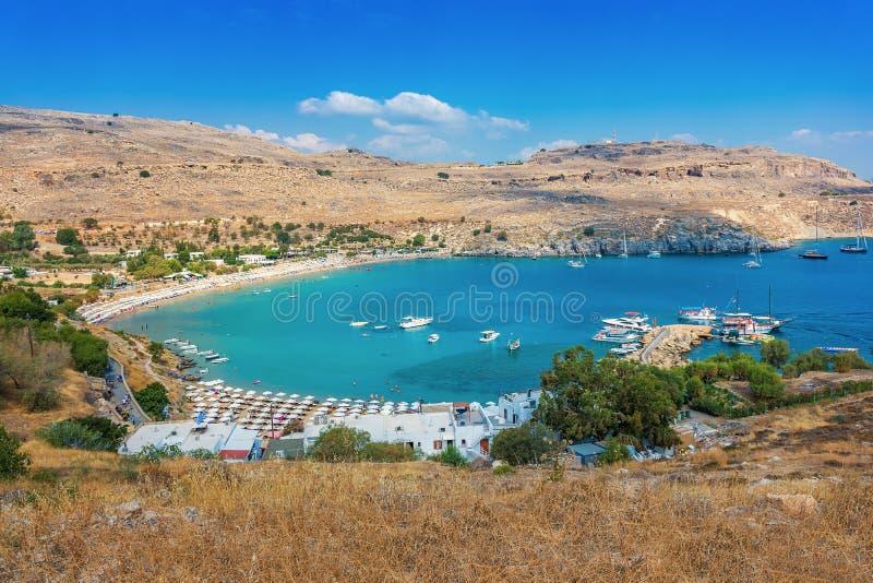 沙滩看法在Lindos罗得岛,希腊海湾的  免版税图库摄影