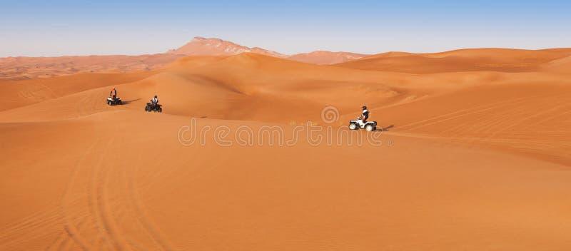 沙漠与atv 4x4的徒步旅行队经验 免版税库存照片