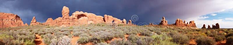 沙漠全景风暴 免版税库存照片