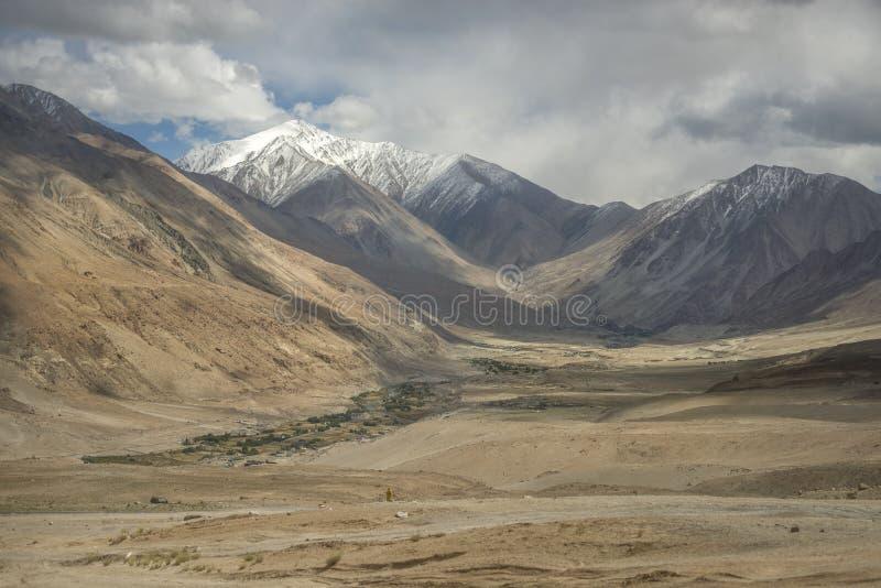 Download 沙漠和沙子山景拉达克,印度 库存图片. 图片 包括有 沙漠, 草甸, 本质, 聚会所, 沙子, 克什米尔 - 59109431