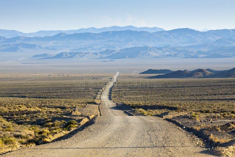 沙漠土路 免版税图库摄影