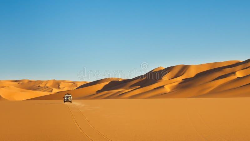 圖片 包括有 阿拉伯, 體育運動, 爾格, 結算, 沙漠, 鬧事 - 18654188圖片
