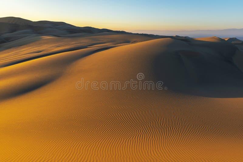 沙漠日落在Huacachina,秘鲁 库存图片
