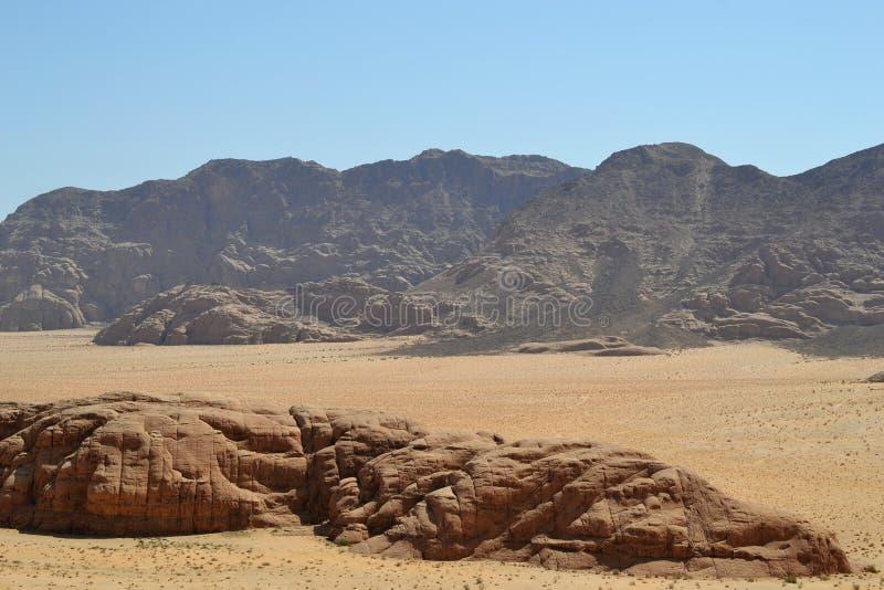 沙漠游览通过瓦地伦原野,约旦,中东沙丘,远足,上升,驾驶 库存照片