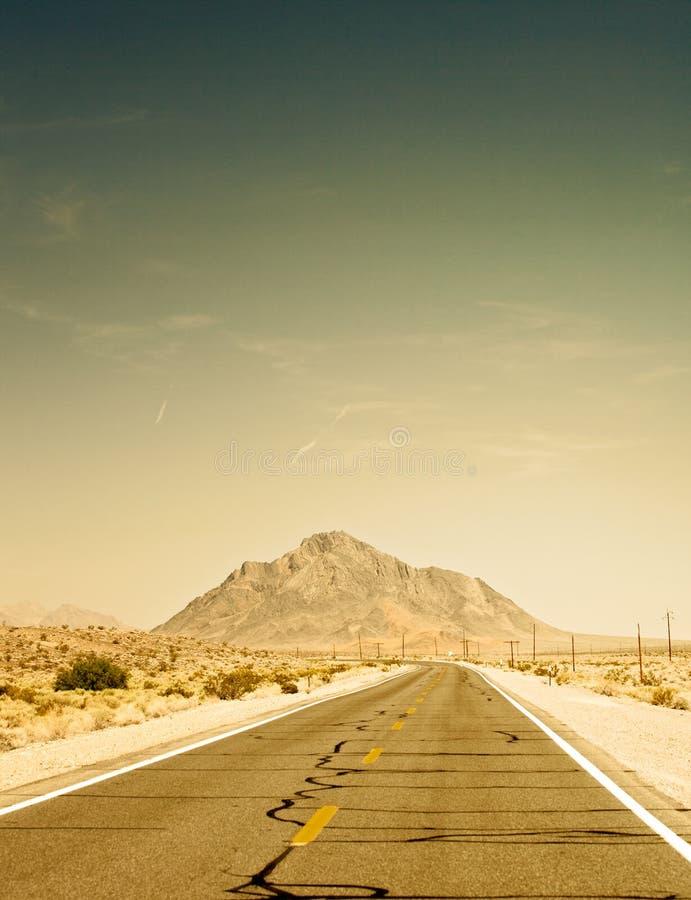 沙漠路在死亡谷国家公园,加利福尼亚 免版税图库摄影