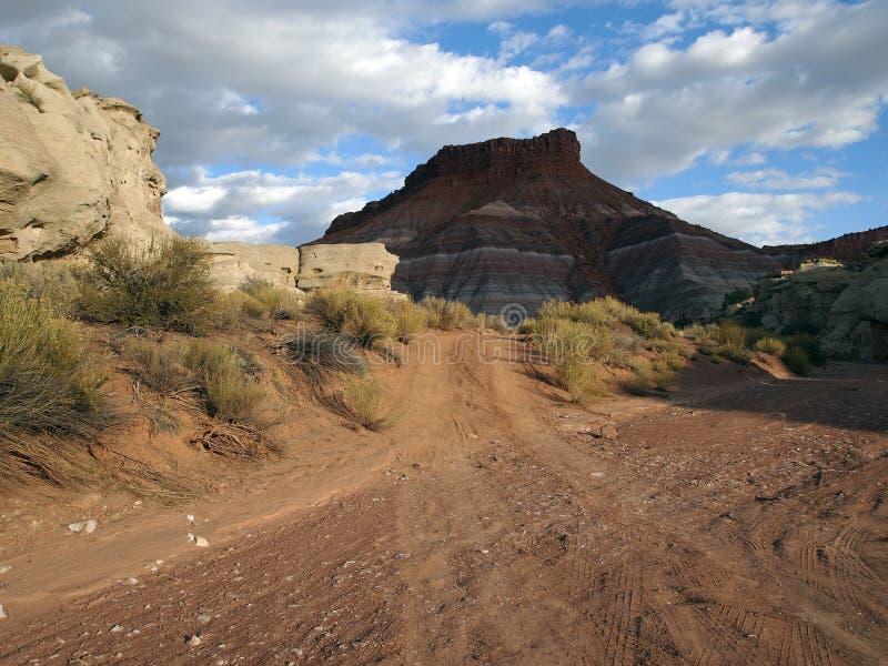 Download 沙漠路洗涤 库存照片. 图片 包括有 小山, 干燥, 旅行, 本质, 农村, 室外, 贫瘠, 峭壁, 耐洗 - 22353884