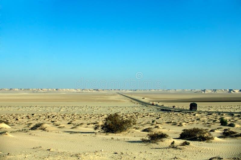 Download 沙漠路西部的撒哈拉大沙漠 库存照片. 图片 包括有 颜色, cloudscape, 模式, 流浪的, 图象 - 15686920