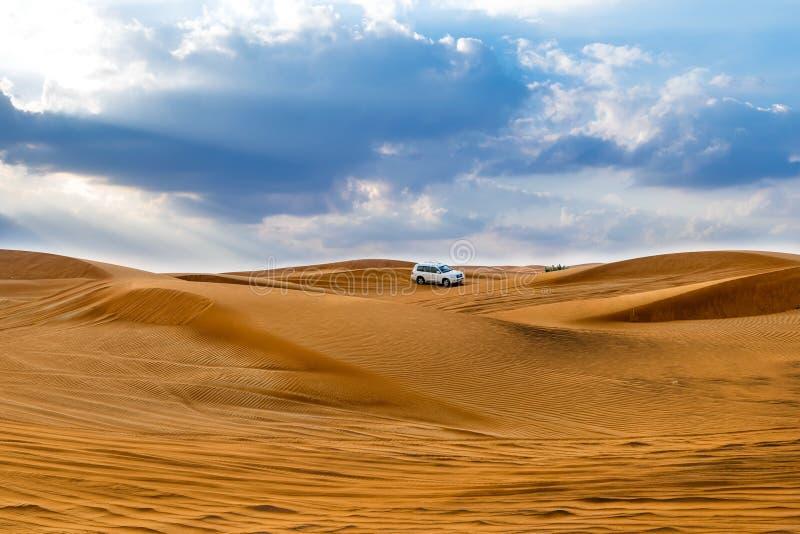 Download 沙漠迪拜 库存图片. 图片 包括有 速度, 阿拉伯, 集会, 运输, 驱动器, 体育运动, 酋长管辖区, 迪拜 - 72355001
