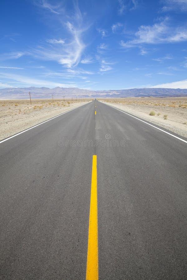沙漠高速公路在死亡谷,内华达 库存图片