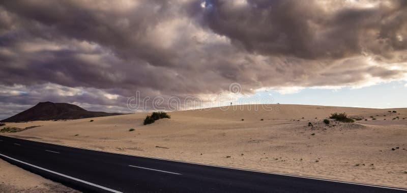 Download 沙漠Road.Fuerteventura 库存照片. 图片 包括有 国家, 形成, 落寞, 远程, 改良 - 72367948