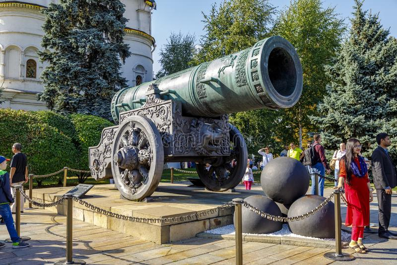 沙皇大炮在克里姆林宫堡垒里面的国王大炮在1586年被修造了 库存图片
