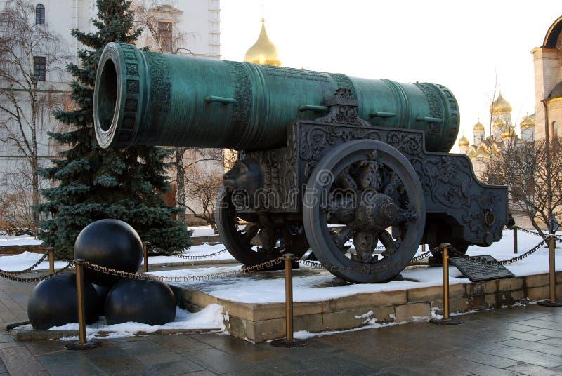 沙皇大炮(Cannon国王)在克里姆林宫在冬天 免版税图库摄影