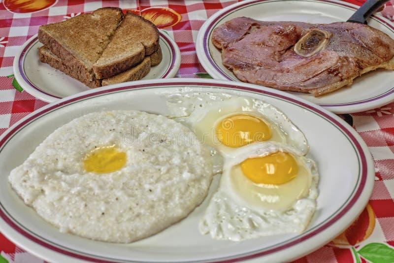 沙粒鸡蛋和火腿早餐 库存图片