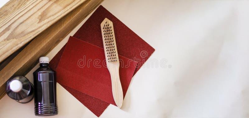 沙纸和木头处理的,为掠过掠过 库存照片