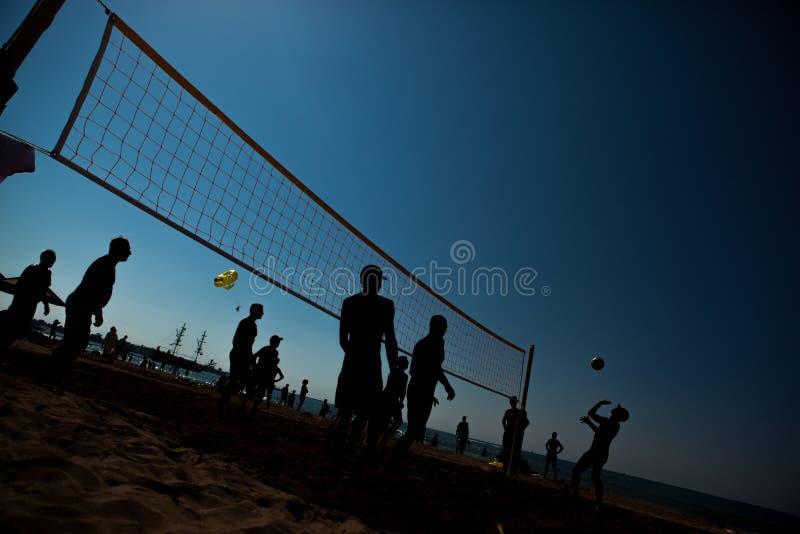 沙滩排球剪影 图库摄影
