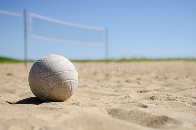 沙滩排球法院在晴天 免版税库存图片
