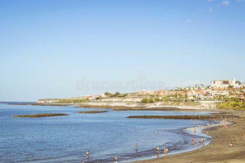 沙滩,观点的公爵Castle,肋前缘阿德赫,特内里费岛,温泉 免版税库存图片
