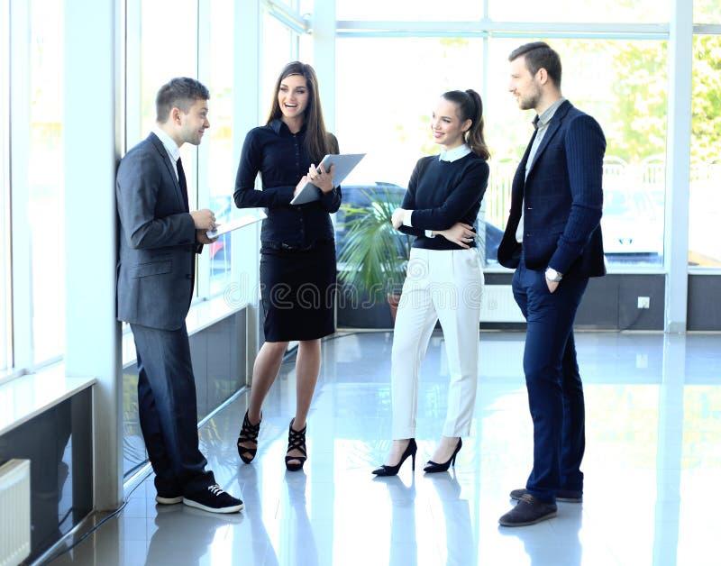 沟通在会议上的同事 免版税库存图片