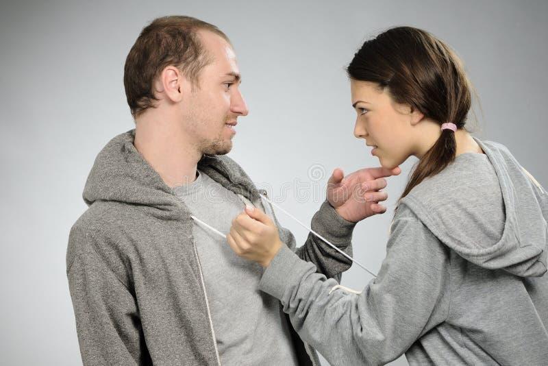 沟通的夫妇年轻人 库存图片