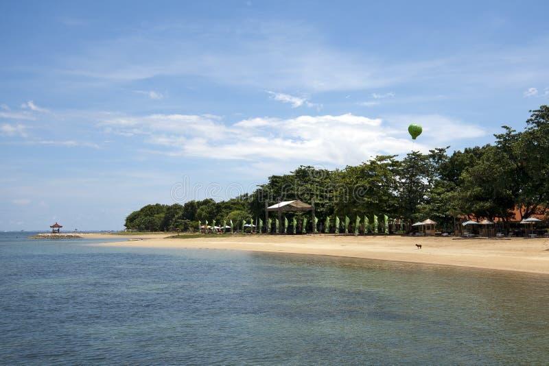 没人住巴厘岛的海滩 免版税库存图片