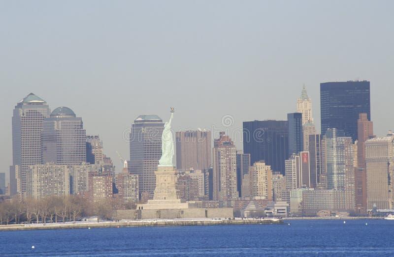 没有世界贸易的自由女神像岗位9/11耸立和纽约,曼哈顿地平线, NY 库存照片
