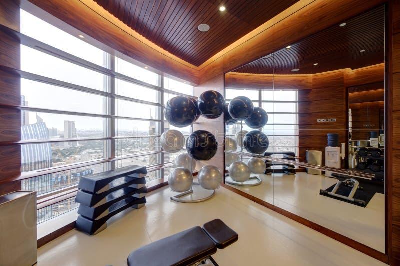 没有人的现代欧洲体育健身房 免版税库存照片