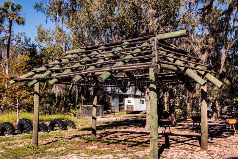 没有屋顶的公园风雨棚 免版税库存照片