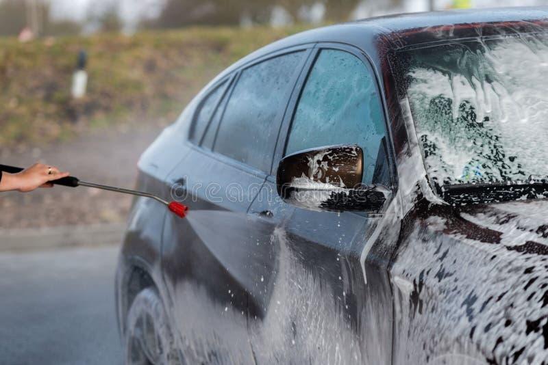 没有接触洗涤的自助的汽车 与水和泡沫的洗涤 免版税库存图片