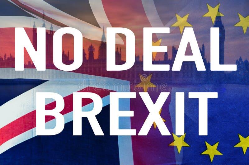 没有文本和象征协议的破坏的英国和欧盟旗子的成交BREXIT概念性图象在伦敦图象的 库存照片