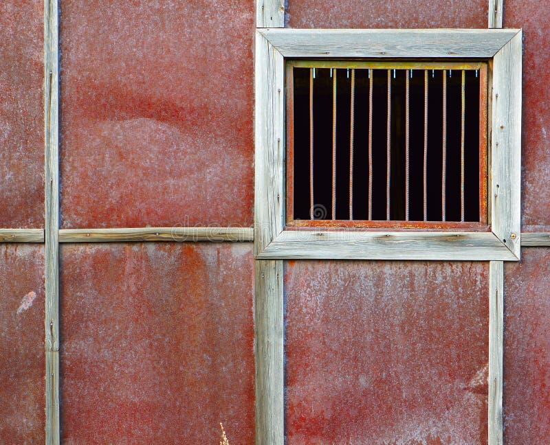没有玻璃的窗口与钢棍 库存图片