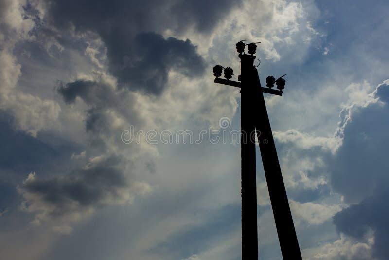 没有电导线的电杆 免版税库存图片