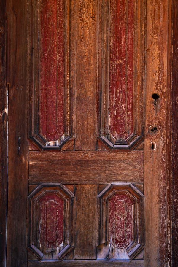 没有门锁和把柄的老木门 图库摄影