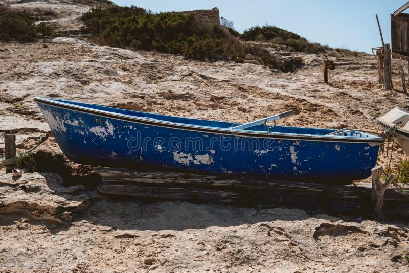 没有马达的木渔船 免版税图库摄影