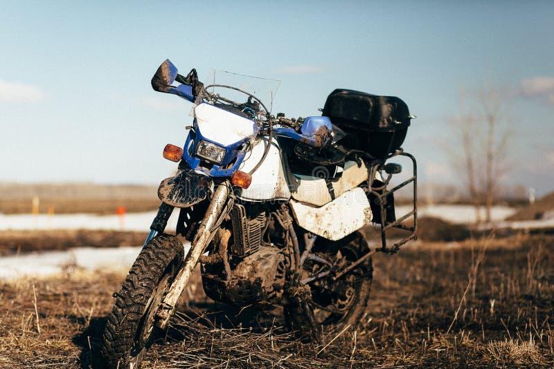 没有骑自行车的人的肮脏的摩托车 图库摄影