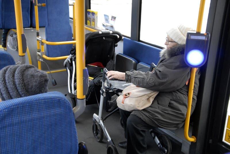 没有MANNUAL公共汽车推进支持 库存照片