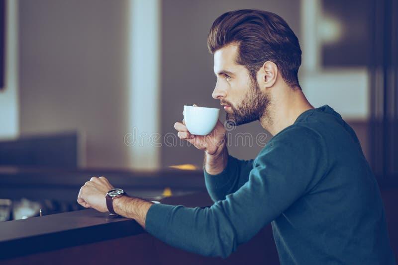 没什么更好的然后杯子新鲜的浓咖啡 免版税库存照片