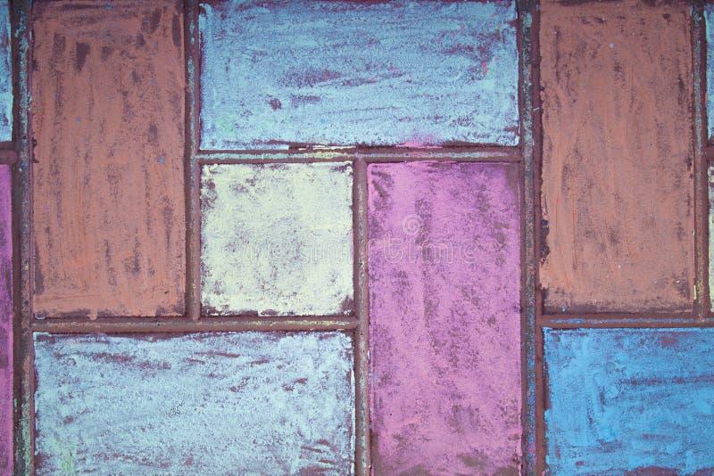 沥青粉笔画 街道铺路石绘与白垩 用蜡笔装饰的街道瓦片 库存图片