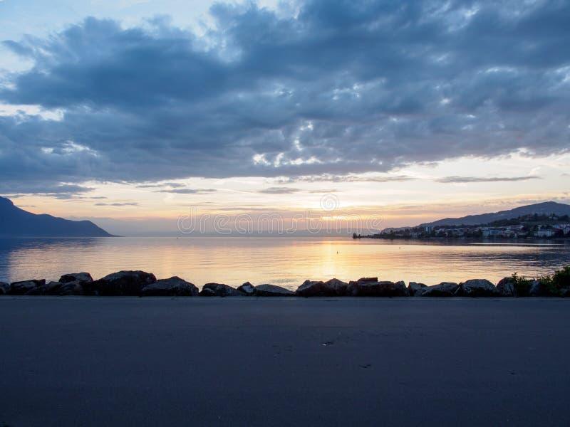 沥青边路,日内瓦湖,蒙特勒,瑞士 免版税库存照片