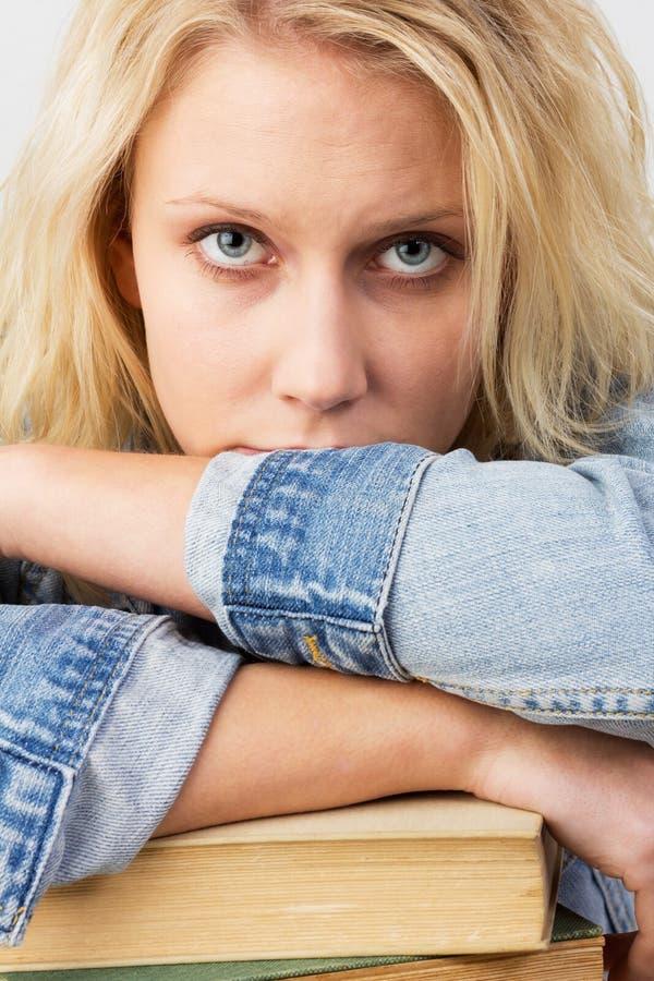 沮丧的女学生 免版税库存图片